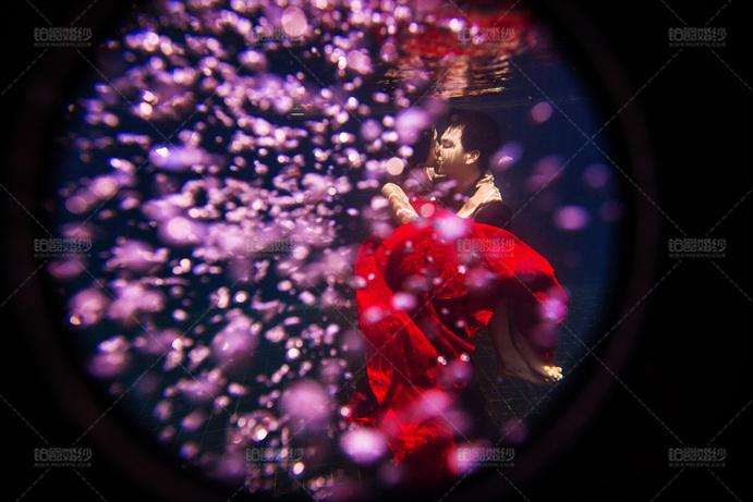 普吉岛08月客照之水下拥吻