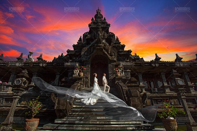 巴厘岛04月客照之神庙前相恋