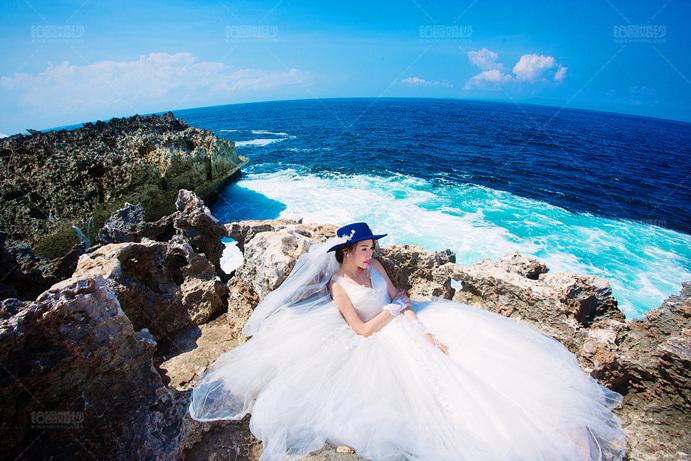 巴厘岛04月客照之岸礁上美人