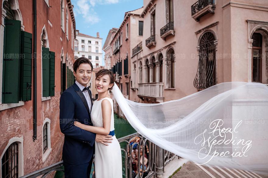 欧式大气新娘     通常欧美的风格都会比较具有复古风,给人一种安徒生