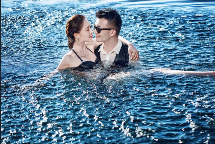 巴厘岛旅拍海边比基尼婚纱照婚纱