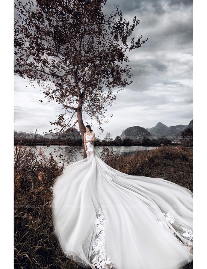 如何拍雨景婚纱照营造朦胧美