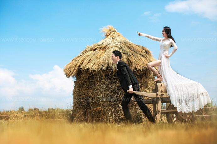 怎样的婚纱照能够完美展现新娘飘逸的气质