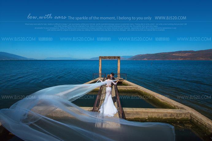 短发新娘拍婚纱照如何变得性感可爱