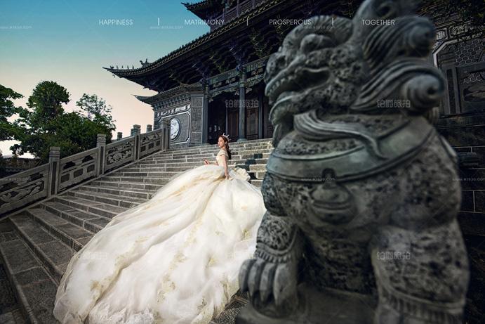 娇小新娘如何拍出漂亮的大理婚纱照