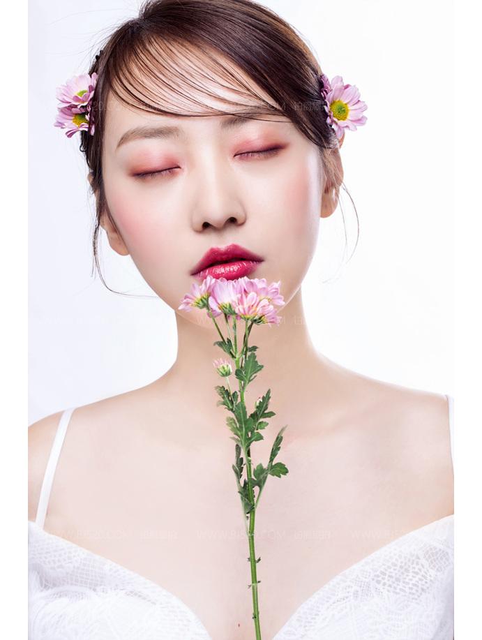 小仙女拍婚纱照化妆正确步骤!