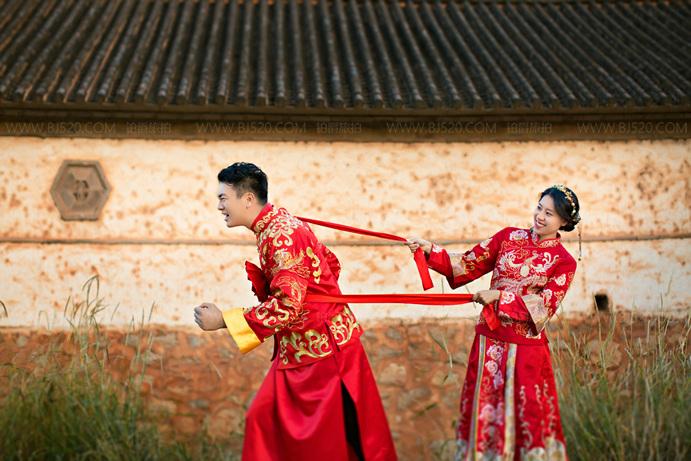 拍中式婚纱照场景和服装该怎么选择?